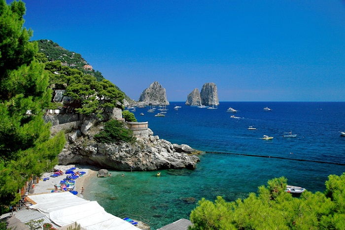 """""""Capri is an Island located in the Tyrrhenian Sea, in Italy.This is true paradise on hearth and for sure one of the best summer destinations for this year.""""  Best summer destinations: Capri Island 10"""