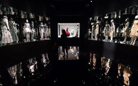 Alexander McQueen: Savage Beauty- V&A Museum 2691621D00000578 2991460 image a 27 1426162576723 480x300