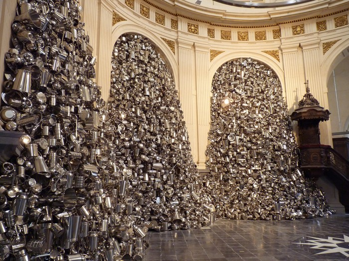 Subodh Gupta is an Indian Contemporary artist. He is most recognized by contemporary sculptures in metal. contemporary sculptures Contemporary Sculptures In Metal By Subodh Gupta Contemporary sculptures in metal by Subodh Gupta artists I Lobo you7
