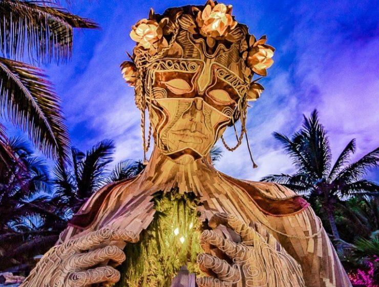 wood sculpture Wood Sculptures By Daniel Popper Welcomes People To The Beach fffffffffffffffff 740x560