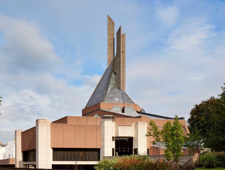 The Purcell architecture studio carried out a restructuring project of Clifton Cathedral in Bristol, turning it into a modern architecture praying site. modern architecture Modern architecture at the Clifton Cathedral in Bristol 1Modern architecture at the Clifton Cathedral in Bristol I Lobo you 740x560
