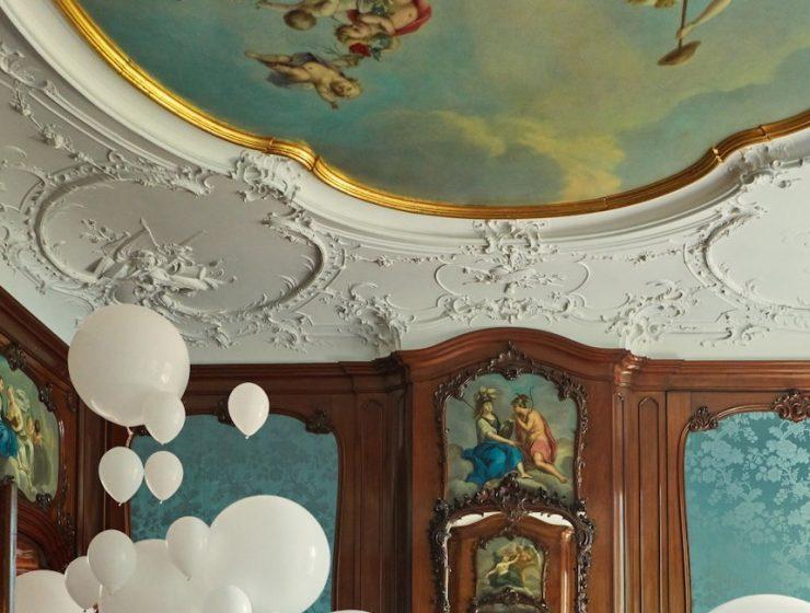 Classic Interiors Classic Interiors Decorated with White Balloons Classic Interiors Decorated with White Balloons I Lobo you 5 740x560