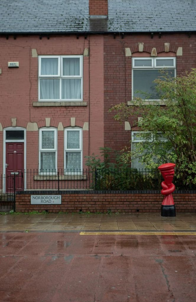 Alex Chinneck Installs 'Knotted' Post Boxes Across The UK alex chinneck Alex Chinneck Installs 'Knotted' Post Boxes Across The UK Chinneck Installs Knotted Post Boxes Across The UK 6 663x1024