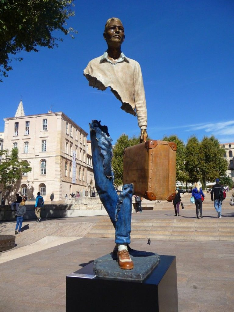 Incomplete' Art Sculptures of Travelers by Bruno Catalano art sculptures 'Incomplete' Art Sculptures of Travelers by Bruno Catalano Incomplete Sculptures of Travelers by Bruno Catalano 13 768x1024
