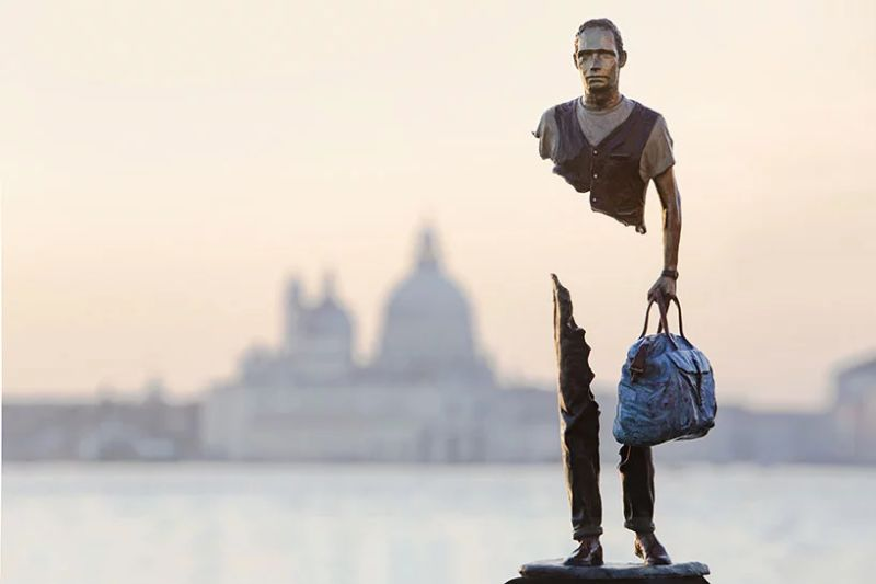 Incomplete' Art Sculptures of Travelers by Bruno Catalano art sculptures 'Incomplete' Art Sculptures of Travelers by Bruno Catalano Incomplete Sculptures of Travelers by Bruno Catalano 2