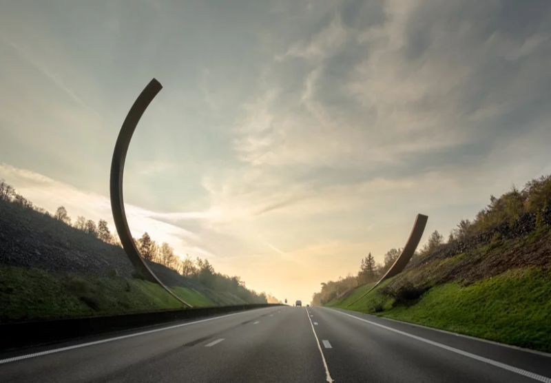Bernar Venet Frames Belgian Motorway With A New Modern Art Sculpture art sculpture Bernar Venet Frames Belgian Motorway With A New Modern Art Sculpture BernarVenet Frames Belgian Motorway With A New Modern Art Sculpture 2