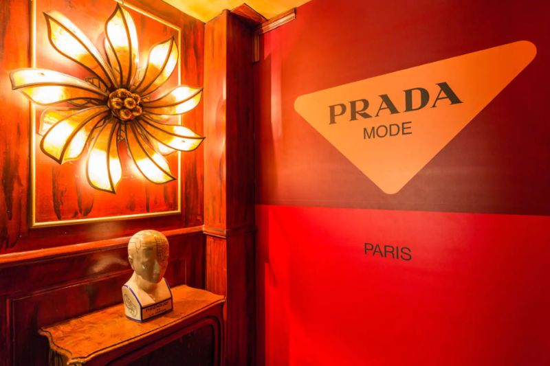 Prada Mode Paris - A Flamboyant and Passionate Atmosphere prada Prada Mode Paris – A Flamboyant and Passionate Atmosphere PradaMode Paris A Flamboyant and Passionate Atmosphere 8