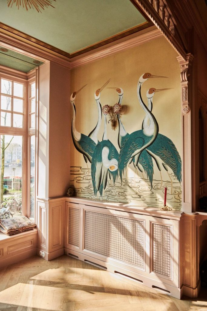 De Gournay's Hand-Painted Wallpapers Are Inexplicably Enchanting de gournay De Gournay's Hand-Painted Wallpapers Are Inexplicably Enchanting De Gournays Hand Painted Wallpapers Are Inexplicably Enchanting 10 683x1024