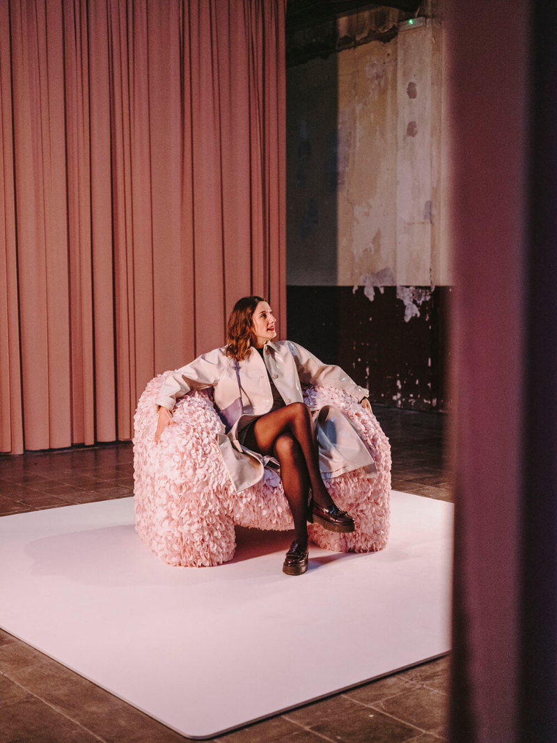 """Moooi Releases A Chair """"Impossible To Produce"""", Made With 30,000 Fabric Petals"""
